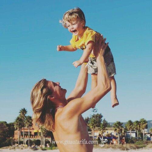 Un bonito domingo para volar... Espíritu Guau! #Tarifa #camisetas #tshirts #bañadores #trunks #GuauTarifa #EspírituGuau www.guautarifa.com
