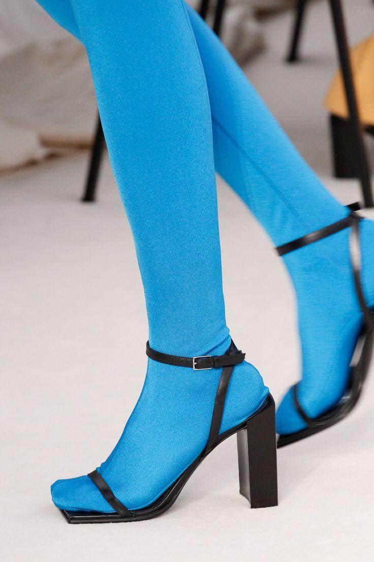 Balenciaga Spring 2017 Ready-to-Wear Collection Photos - Vogue