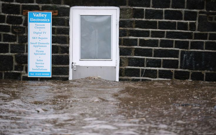 Swollen river Aire in Leeds rises to highest level ever recorded, as David   Cameron promises to send more troops after worst floods in decades - follow   the latest updates