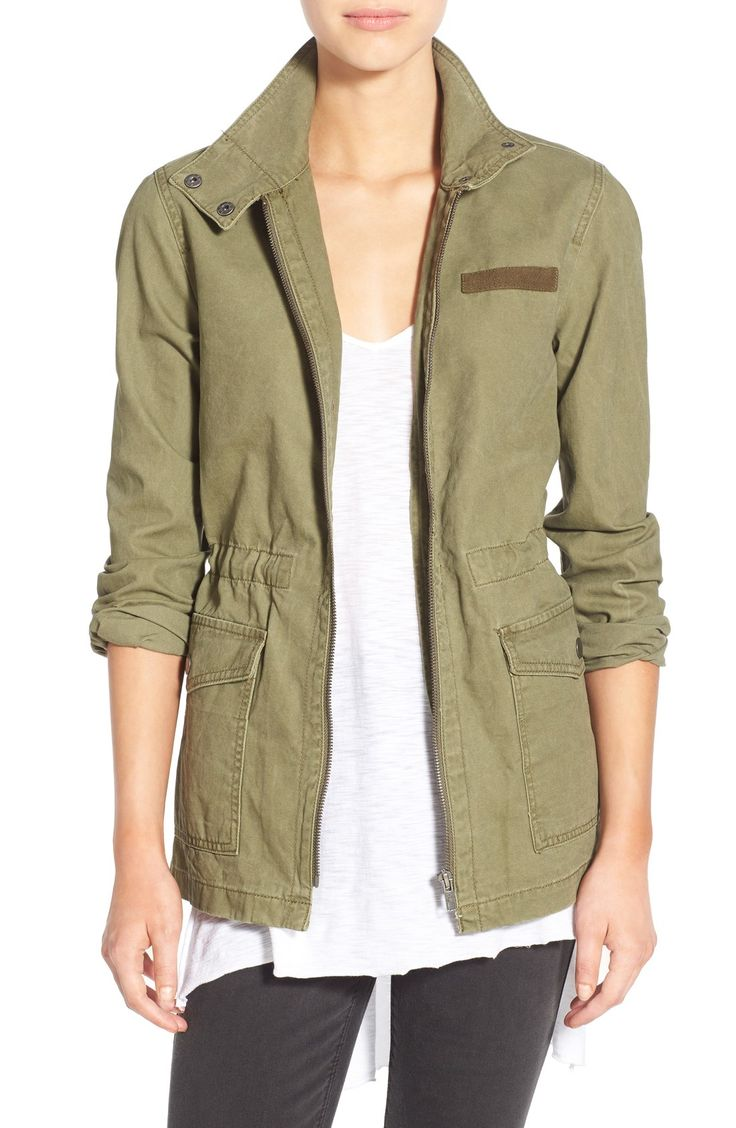A must-have for spring! This lightweight cotton jacket is perfect for transitioning from cold weather to warm weather outfits.