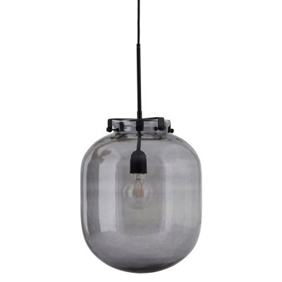 Ball-Jar taklampe fra House Doctor. Denne pendellampen er i en nydelig opalhvit farge med messingdet...