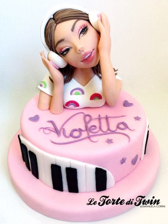 Woman listen music cake. Le Torte di Twin