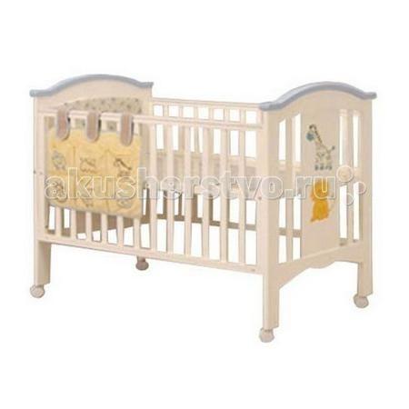 Chloe & Ryan GD 907  — 9700р. ----------------------------------  Детская кроватка Chloe & Ryan Жираф и Лев будет прекрасным выбором для детской мальчика.   Выполнена в светлых бело-голубых тонах. Имеет стандартные российские размеры спального места 120х60 см. Оснащена двумя уровнями ложа. Установлена на колесики, которые позволят в любой момент передвинуть кроватку на другое удобное для Вас место. Реечные бортики будут обеспечивать правильную циркуляцию воздуха.   Выполнена кроватка из…