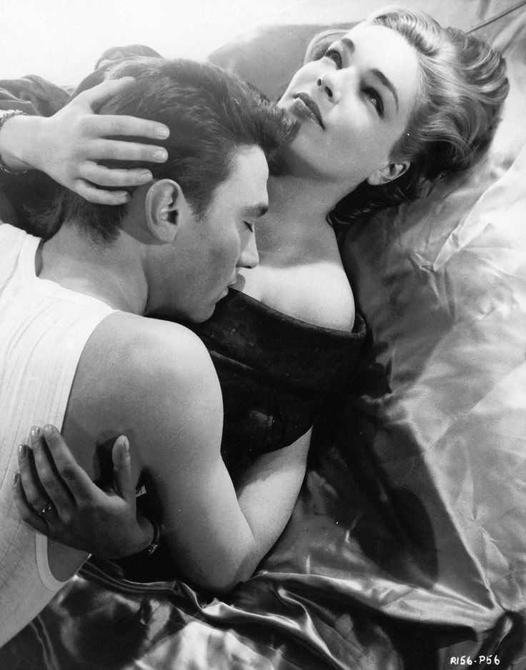 SIMONE SIGNORET LAURENCE HARVEY ROOM AT THE TOP