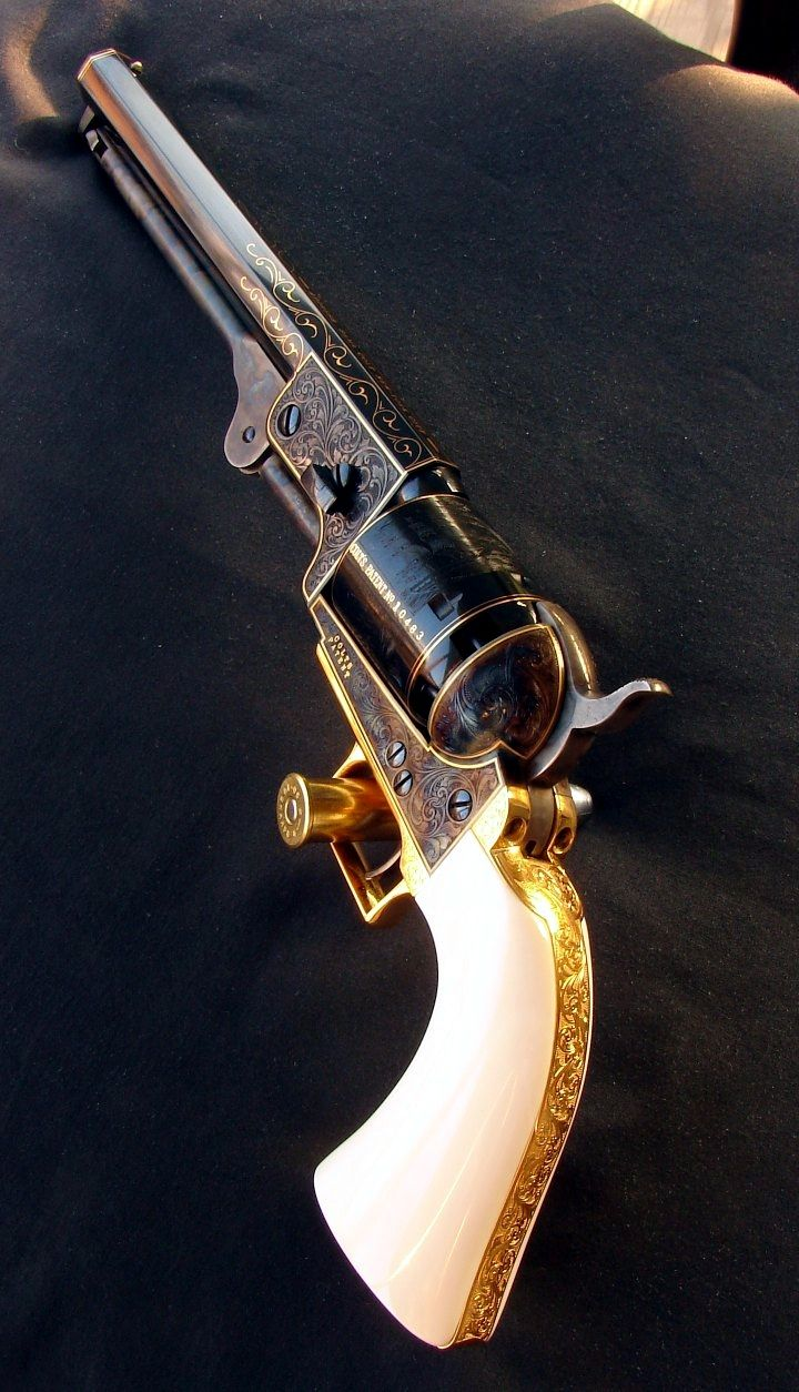 "Colt 1851 Navy s/n 10483 - Second Generation, ""C"" Series, Engraving: 24k fine line, flush inlay"