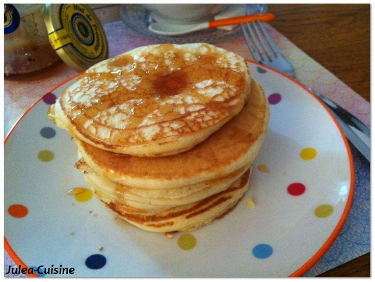 Pancakes anglais  http://juleacuisine.blogspot.fr/2013/11/pancakes-anglais-vive-le-petit-dejeuner.html