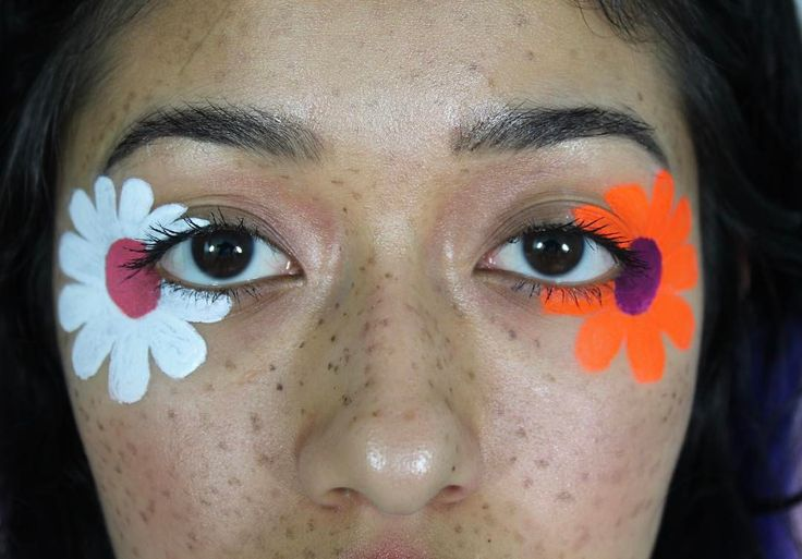"""248 Likes, 3 Comments - Karla Garcia (@karlitacosita) on Instagram: """"70s flowers (tbh i guess you could say inspired by @marinafini)  EYES  •the @suvabeauty hydraliners…"""""""