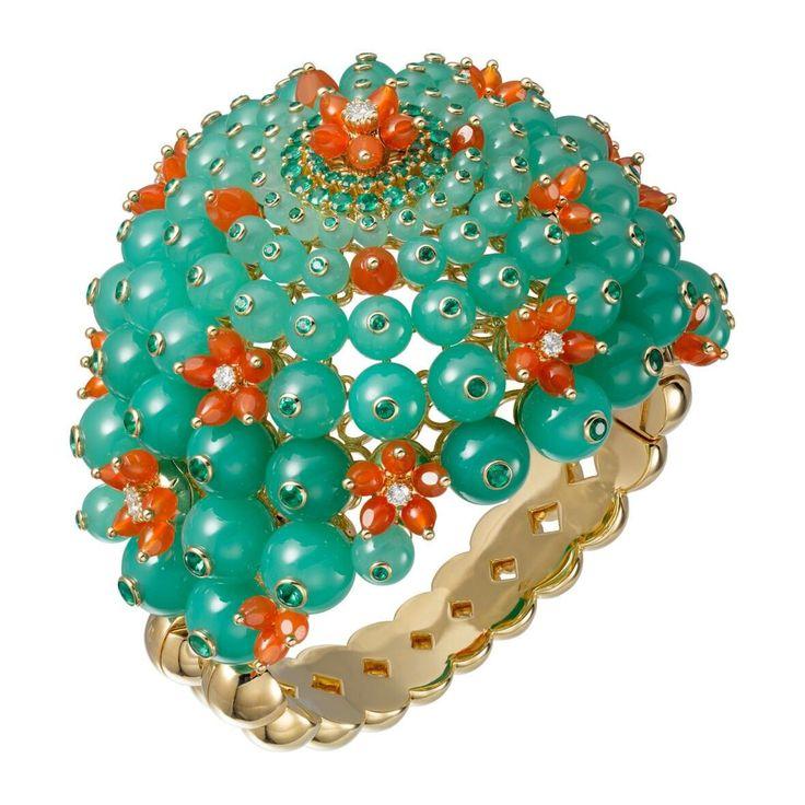 Cactus de Cartier bracelet in 18-carat yellow gold set with chrysoprases, emeralds, carnelians and 8 diamonds.
