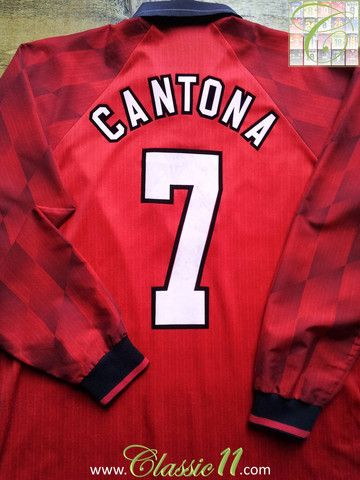 Relive Eric Cantona's 1996/1997 season with this vintage Umbro Manchester United home long sleeve football shirt.