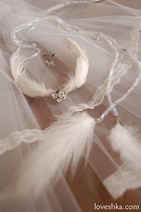 羽 / クリスタル / ヘッドドレス / ヘッドリース / コサージュ / ボンネ / ティアラ/ クラウン / ネックレス / イヤリング / ブローチ / ブレスレット / ベール / 結婚式 / wedding / オリジナルウェディング / プティラブーシュカ / トキメクウェディング