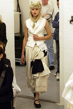 Comme des Garçons Spring 2003 Ready-to-Wear Fashion Show - Tatiana Urina at ELITE
