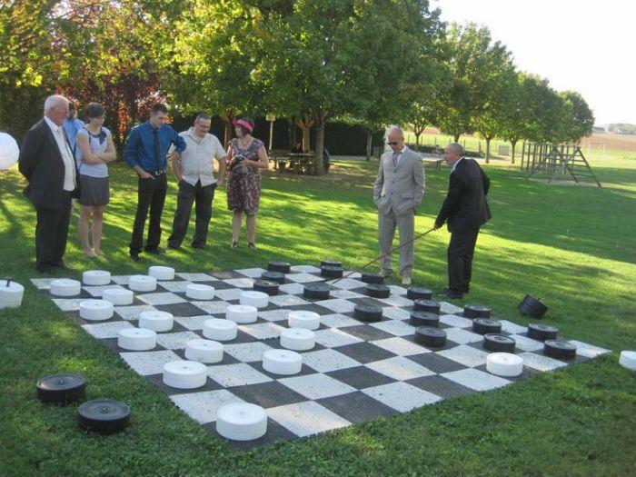 Jeux de societe geants  Mise en scène  possible avec Wedding -Labergement http://www.wedding-labergement.fr