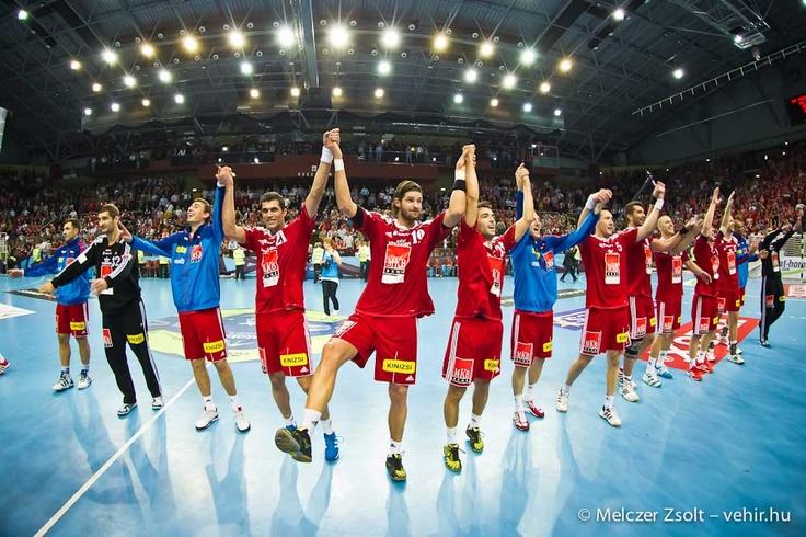Kiel elleni győztes meccs utáni ünneplés:)