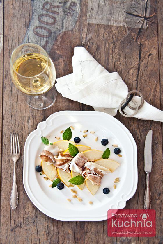 #Melon z szynką parmeńską, a do tego mięta, migdały i borówka amerykańska. Pyszna przekąska czy przystawka albo #śniadanie lub #kolacja  http://pozytywnakuchnia.pl/melon-z-szynka-parmenska/  #przepis #kuchnia