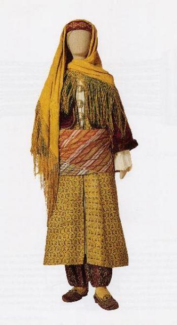 Ενδυμασία από το Καστελλόριζο -Νυφική πολυσύνθετη φορεσιά του 18ου αι. με στοιχεία από τις ενδυμασίες της Μικράς Ασίας. Αρ. κατ. 990