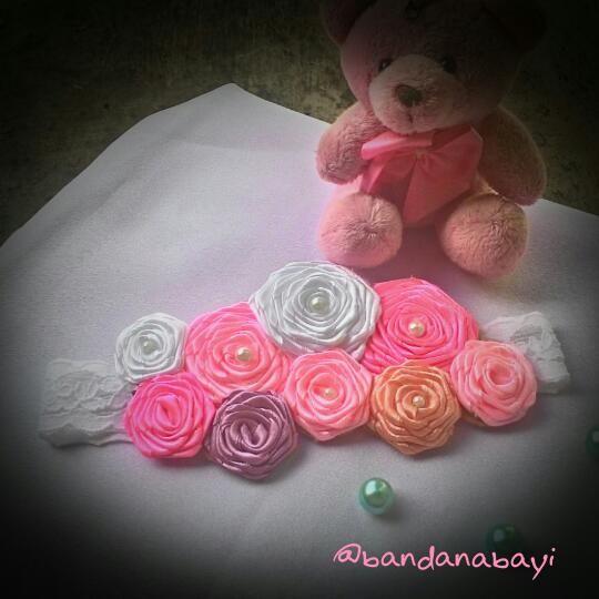 Bandanabayi menjual Bandana, bros, bandana bayi yang dibuat secara handmade dengan bahan yang berkualitas namun dengan harga terjangka