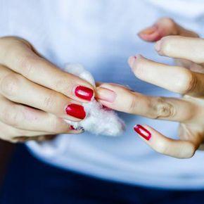 Nagellack ohne Entferner loswerden? So einfach geht's | BRIGITTE.de