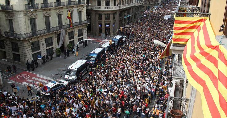 Die Katalanen haben am Wochenende über eine mögliche Unabhängigkeit vom spanischen Mutterland abgestimmt. 90 Prozent der Wähler sollen für eine Abspaltung gestimmt haben. Der Urnengang war begleitet von teils heftigen Ausschreitungen zwischen Katalanen und der spanischen Polizei. Lesen Sie alle aktuellen Entwicklungen im News-Ticker von FOCUS Online.