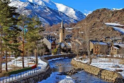 Friday's postcard from Catalonia: Esterri d'Àneu al Pallars Sobirà. Bon divendres ;-) El Pirineu Català, racó a racó Pallars Sobirà Esterri D'aneu, Vall D'aran Ara Lleida