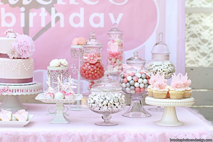 Una preciosa mesa de dulces para una fiesta rosa / A lovely sweet table for a pink party