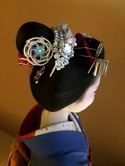 Gion Matsuri 2014: maiko Umechie wearing the Katsuyama hairstyle for the first time in her life!: