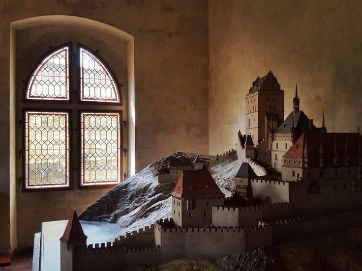 Large Model of the Karlstejn Castle  #czech #travel #afternoon #karlstejn #castle #karlstejncastle #gothic #model #old #architecture #oldarchitecture #interior #window #galaxys6