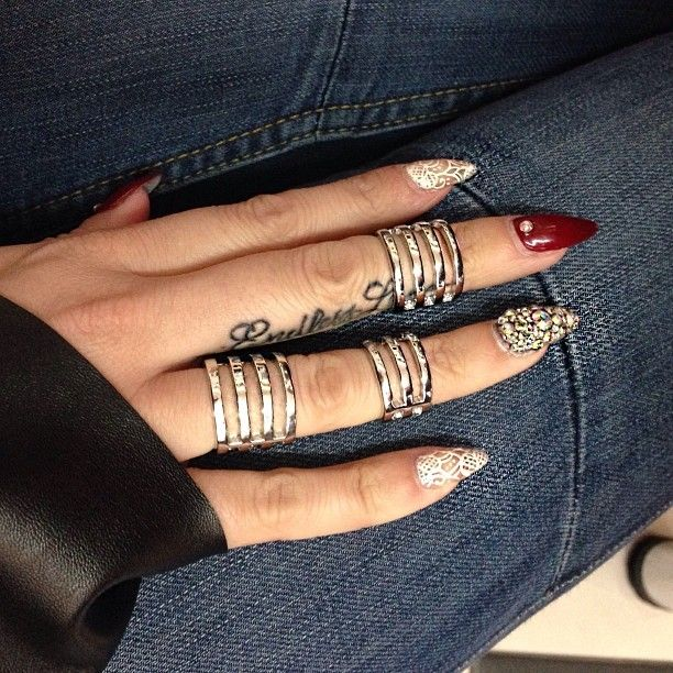 Love the rings and the ringfinger