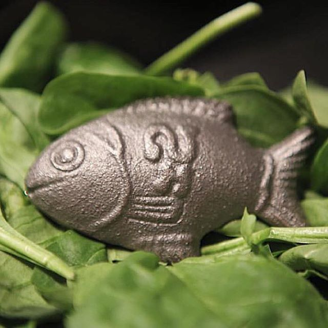 It's tip of the week Tuesday #TOTWT Some sources of nonheme iron often contain phytates, which bind to iron and carry it through the digestive tract unabsorbed! Spinach is high in iron, but less than 2% of the iron in cooked spinach is absorbed! (Scrimshaw N.S 1991. Iron Deficiency. Sci Am. 265 (4):7-14) #nonheme #iron #spinach #bioavailable #easilyabsorbed #phytates