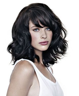 Best Haircuts for Wavy Hair - Do you feel like styling up your naturally wavy locks this season? Try a few tricks that will help you create wonderful hairstyles to finish your romantic looks.