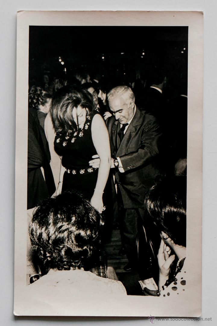 Pareja bailando,1968. A. Escribano Reportajes Fotográficos, Madrid. 11 x 18 cm -  El Desván de Bartleby C/.Niebla 37. Sevilla