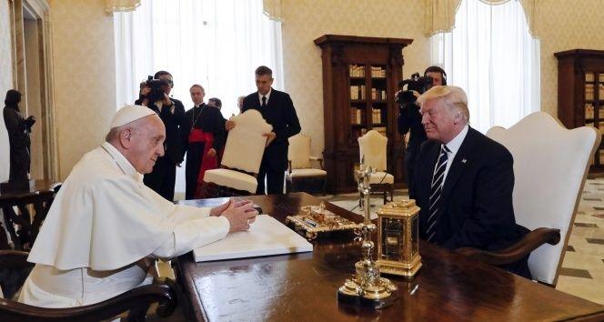 """ABD Başkanı Trump, Papa Francis ile bir araya geldi Sitemize """"ABD Başkanı Trump, Papa Francis ile bir araya geldi"""" konusu eklenmiştir. Detaylar için ziyaret ediniz. https://8haberleri.com/abd-baskani-trump-papa-francis-ile-bir-araya-geldi/"""