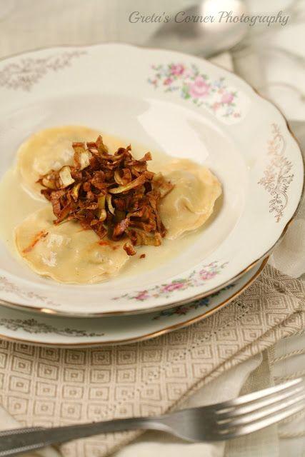 ravioli con crunchy di carciofi e zuppetta di cipolle