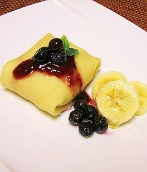 楽天が運営する楽天レシピ。ユーザーさんが投稿した「米粉のヘルシークレープ♪」のレシピページです。米粉で作る簡単クレープ♪卵もバターも使っていないので、ヘルシーで満腹感があります!!。米粉クレープ。A:米粉,A:片栗粉,A:甜菜糖(砂糖),B:菜種油,B:豆乳or牛乳,チョコレートホイップ,カスタードクリーム,バナナ,ブルーベリー&ジャム