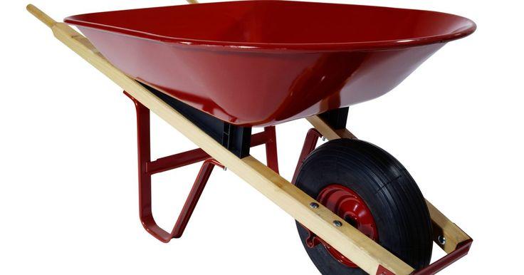 Como repor o pneu de um carrinho de mão. Os pneus de carrinho de mão, na maioria das vezes, não têm câmaras. Se o pneu estiver vazio, talvez seja necessário enchê-lo de ar ou de espuma para reparo. Um reparo mais significante, como o de um pneu furado, talvez necessite que ele seja retirado do aro e substituído. Com a ajuda de algumas ferramentas e um pouco de graxa, é possível ...