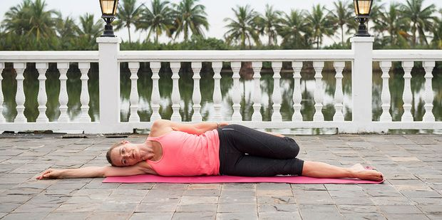 Loosen up your thighs with this simple stretch - super supportive if you are sitting down for long periods of time, or if your muscles become tight through exercise... #stretch #exercise #UnimedLiving