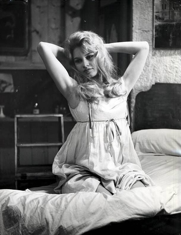 Brigitte Bardot on the set of Une Parisienne, 1957 ...