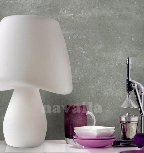 Nezvyčajná  stolná lampa MANTRA je vhodná na skrášlenie izby aj terasy. Svietidlo je stavané, aby zvládlo aj drsnejšie podmienky na vonkajšie použitie.