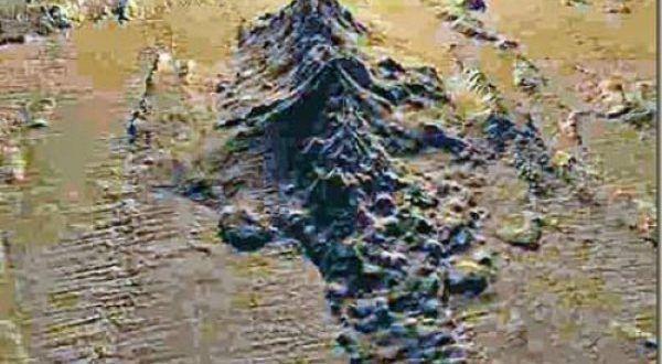 Vulcano Marsili, il mondo sommerso non muore mai Il vulcano, secondo gli scienziati ancora oggi è in attività e potrebbe risvegliarsi diventando un pericolo per chi abita in quelle zone del Tirreno. Mercoledì scorso una scossa di magnitudo 3.2 è st