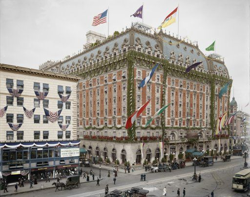 The Hotel Astor in 1909....it looks like a luscious cake in Times Square.