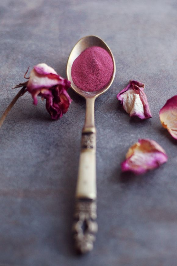 How To Make Natural Powdered Blush. This would be great to use as a dye for yarns/textiles. Love the color.