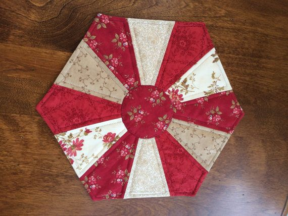 Dresden Plate Beige Amp Red Quilted Hexagon Table Topper