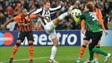 Giorgio Chiellini (Juventus) & Andriy Pyatov (FC Shakhtar Donetsk)   Shakhtar 0-1 Juventus. [05.12.12]