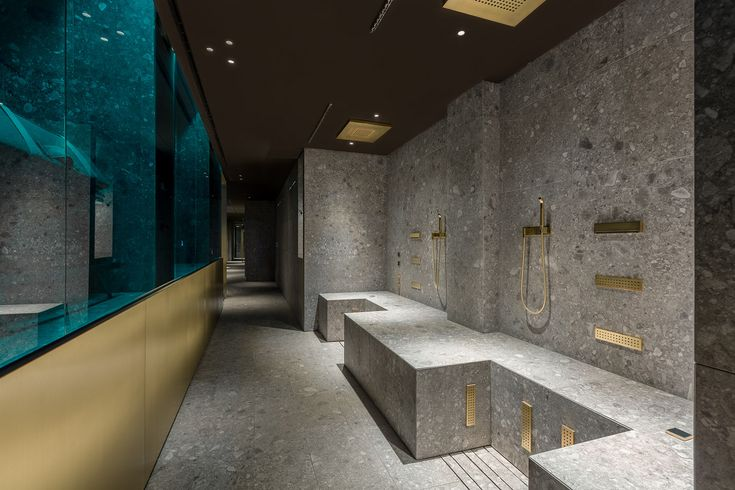 Dornbracht provided the Leg Shower in a customised brushed brass finish for the wellness area of the Ceresio 7. Its powerful alternating hot-and-cold bursts of water aid regeneration after sport.