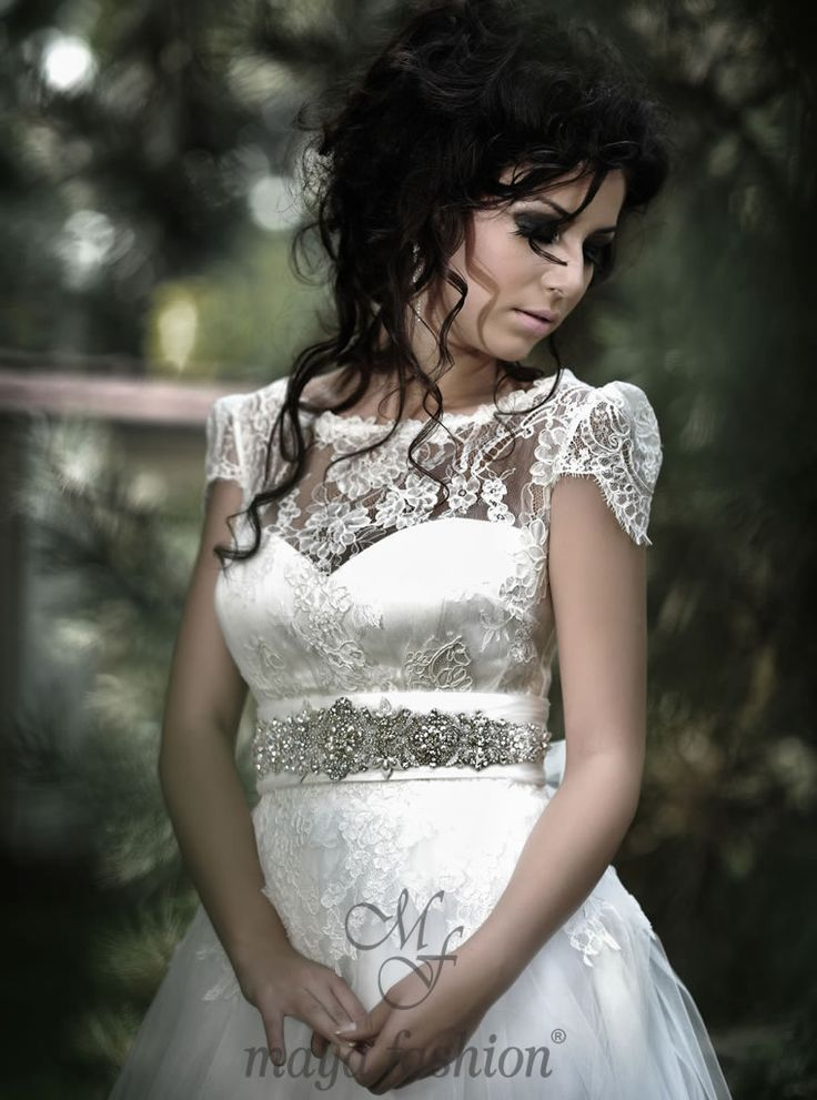 http://www.mayafashion.ro/rochie-mireasa-m13-13