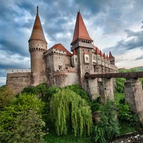 10 Castles from Around The World That Are Straight Out Of Fairy Tales (PHOTOS)