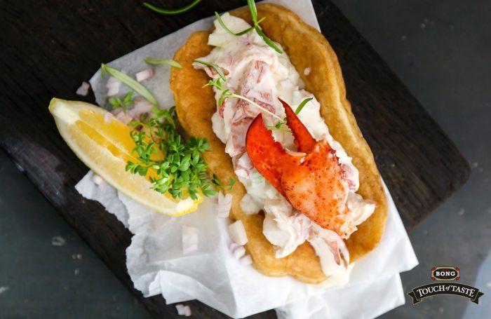 Lobster roll – en galet god pannkaka med  krämig hummersallad