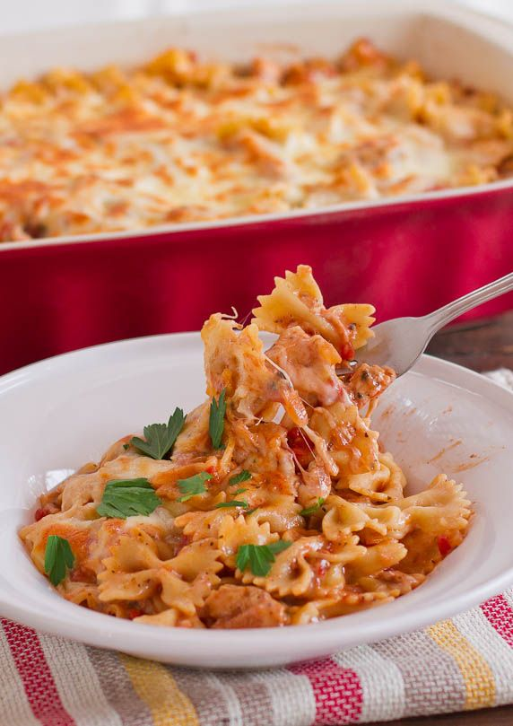 Cheesy Chicken Pasta Bake - made this last night for Bex and Jacob!!!! SO YUMMMY and super easy!!