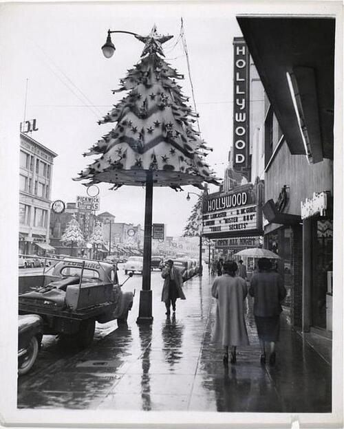LOS ANGELES / HOLLYWOOD: Christmas in Hollywood, vintage Los Angeles photo - Hollywood Boulevard.