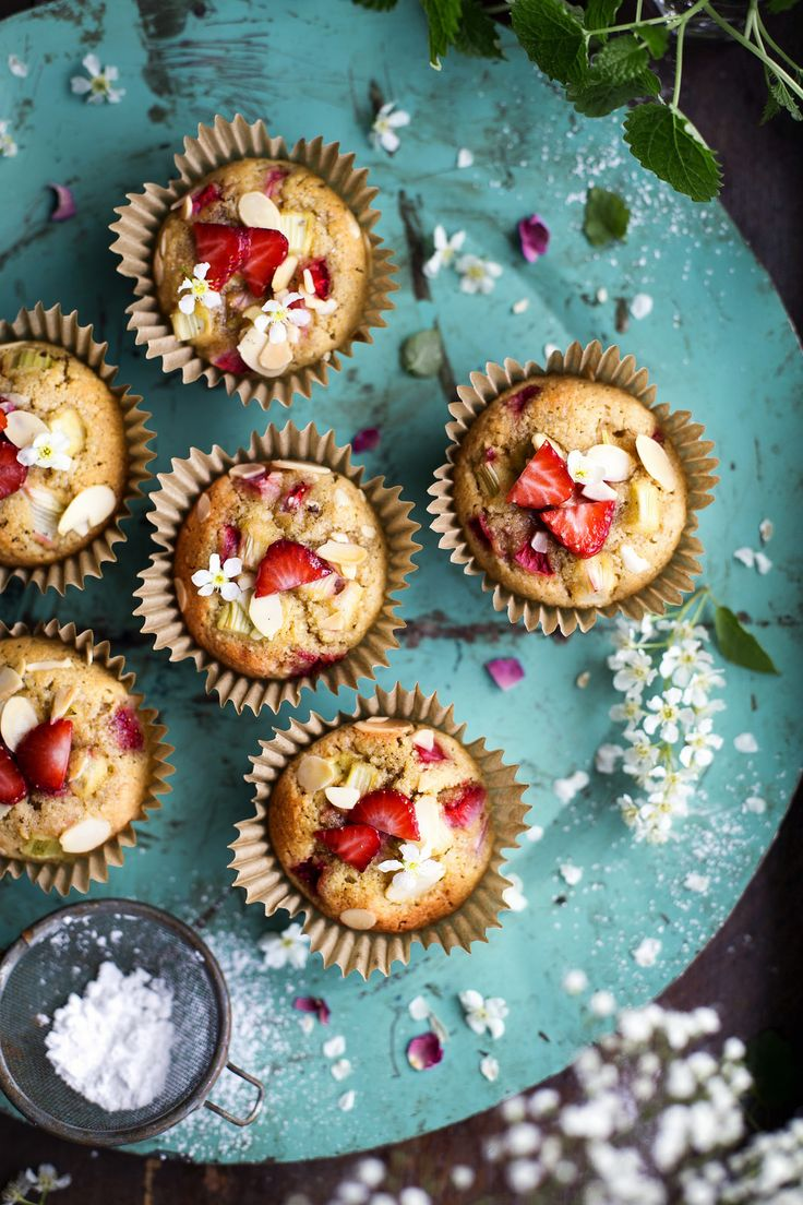 Gluten free Rhubarb & Strawberry Muffins / Rabarber- & Jordgubbsmuffins (Glutenfria) - Evelinas Ekologiska