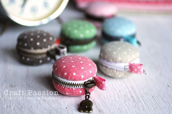 Gasp, how adorbs are these DIY macaron coin purses!  And this one doesn't require a sewing machine!